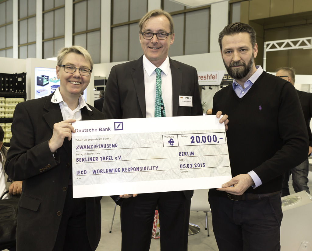 IFCO donates 30,000€ to support food banks during Fruit Logistica 2015